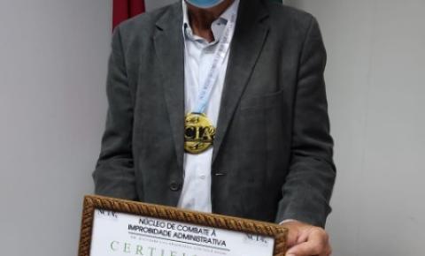 Ronaldo Lessa recebe honraria por Combate à Improbidade Administrativa