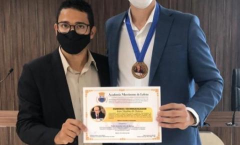 Pedro Accioly recebe Comenda de Honra ao Mérito
