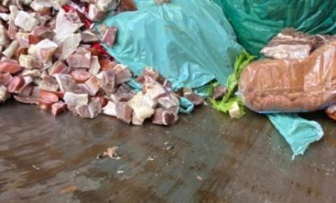 Pilar: Vigilância sanitária apreende 400kg de carne e alimentos fora da validade em supermercado