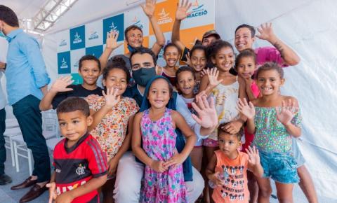 Prefeito JHC assina ordem de serviço e assegura creche em tempo integral no Benedito Bentes