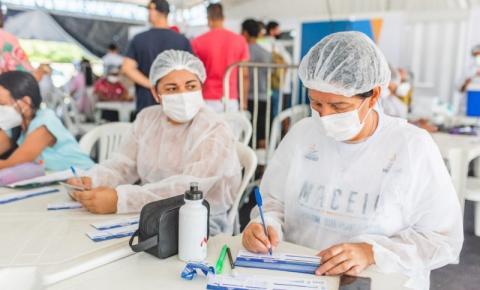 Vacinação contra Covid-19 segue domingo (22) para público 18+ das 9h às 16h