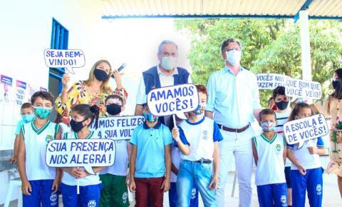 Secretário e vice-prefeito participam de retorno às aulas na Escola Jarede Viana