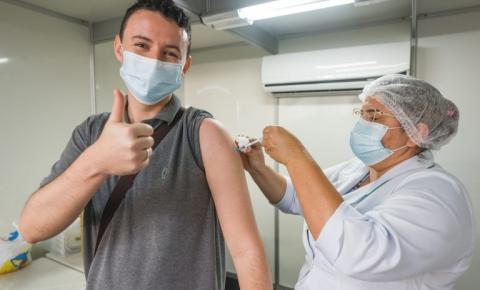 Maceió vacina adolescentes de 15 anos de A a G nesta segunda-feira (6)