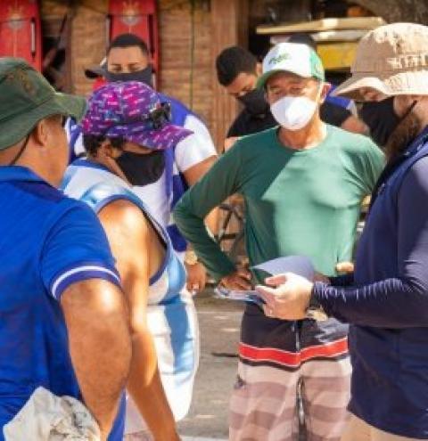 Operação Mar Azul orienta banhistas e comerciantes na orla de Maceió