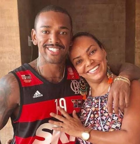 Mãe de Nego do Borel registra desaparecimento do cantor em boletim de ocorrência